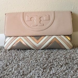 🦄MAKE OFFER🦄TORYBURCH Fleming TricolorGeo Clutch